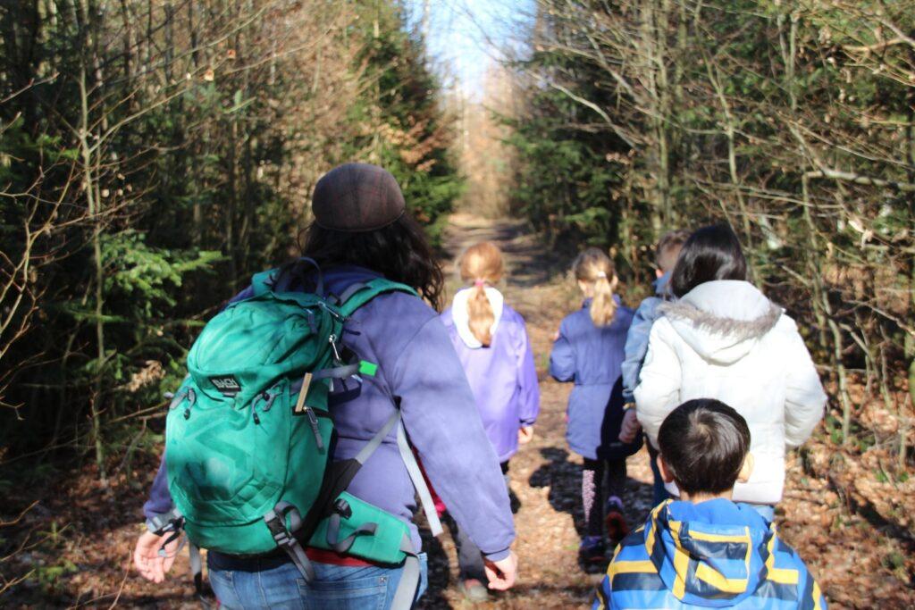 Jungschi Kinder am Wandern